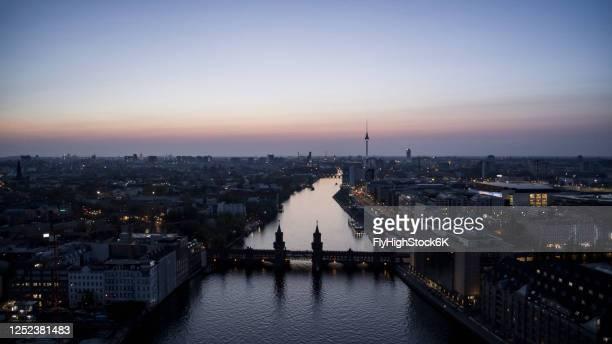 scenic view berlin and spree river at twilight, germany - フリードリッヒハイン ストックフォトと画像