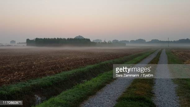 scenic view of agricultural field against sky during sunset - cremona foto e immagini stock