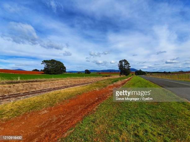 scenic view of agricultural field against sky - mcgregor stock pictures, royalty-free photos & images