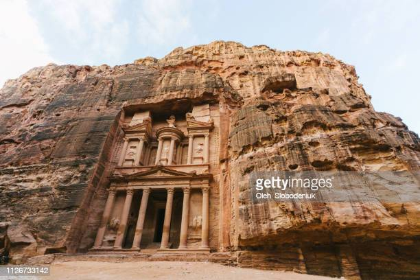scenic view  of al-khazneh in petra - empty tomb stock pictures, royalty-free photos & images