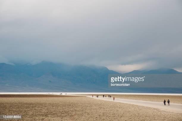 scenic view of basin water desert against sky - bortes imagens e fotografias de stock