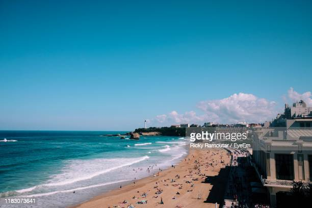 scenic view of beach against blue sky - ピレネーアトランティーク ストックフォトと画像