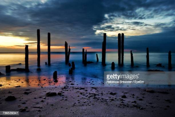 scenic view of beach against sky during sunset - ウィランガ ストックフォトと画像