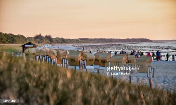 scenic view of beach against sky during sunset - fischland darss zingst photos et images de collection