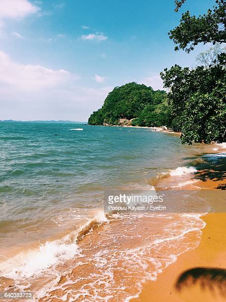 scenic view of beach against sky - chanthaburi sea stock pictures, royalty-free photos & images