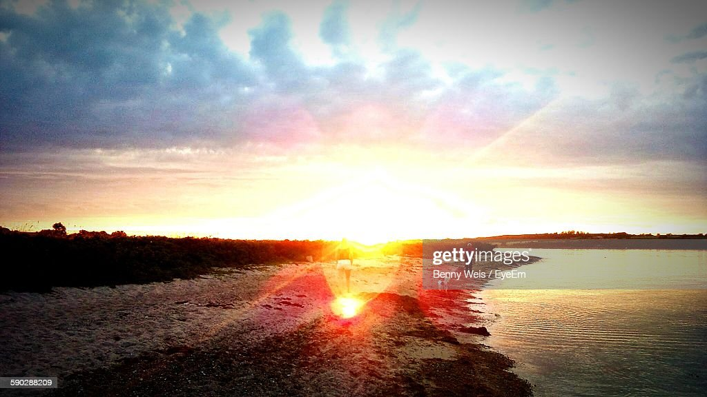 Scenic View Of Beach Against Sunset Sky : Stock-Foto