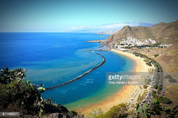 scenic view of beach and blue sea against sky at playa de las teresitas - isla de tenerife fotografías e imágenes de stock