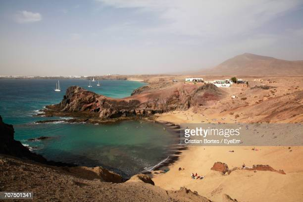 scenic view of beach at lanzarote against sky - bortes foto e immagini stock