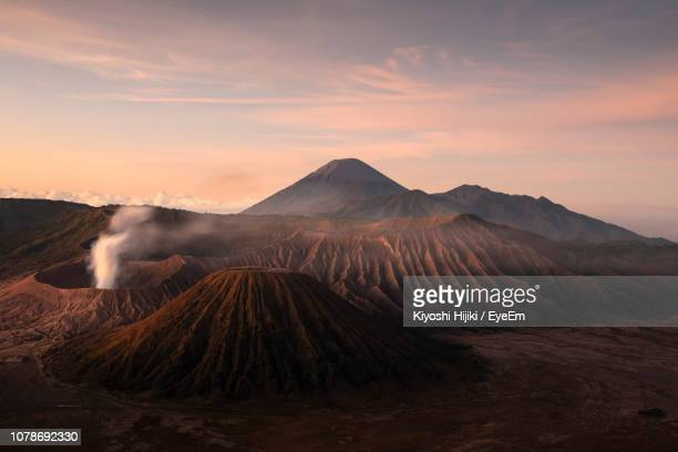scenic view of bromo-tengger-semeru national park during sunset - bromo tengger semeru national park stock pictures, royalty-free photos & images