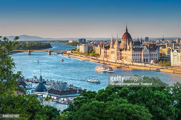 scenic view of budapest, hungary - バシリカ ストックフォトと画像