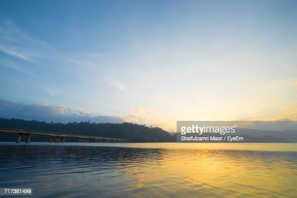 scenic view of calm lake - shaifulzamri foto e immagini stock