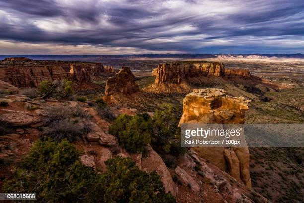 scenic view of canyon in colorado national monument - colorado national monument stock-fotos und bilder
