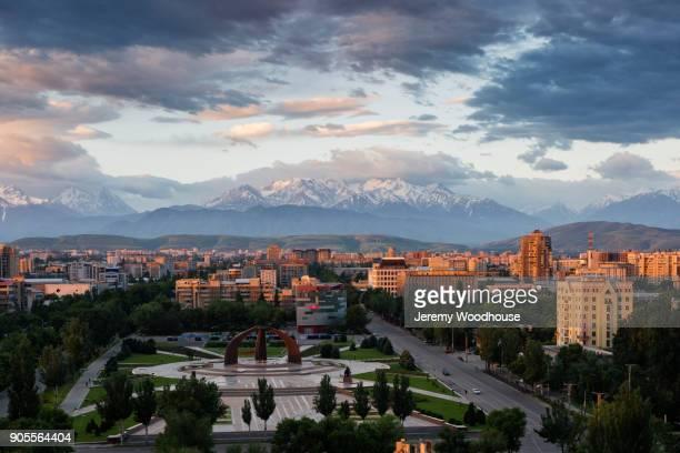 scenic view of cityscape and mountains - bisjkek stockfoto's en -beelden