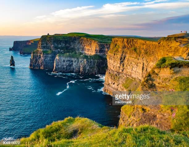 scenic view of cliffs of moher, liscannor, ireland - meerlandschaft stock-fotos und bilder