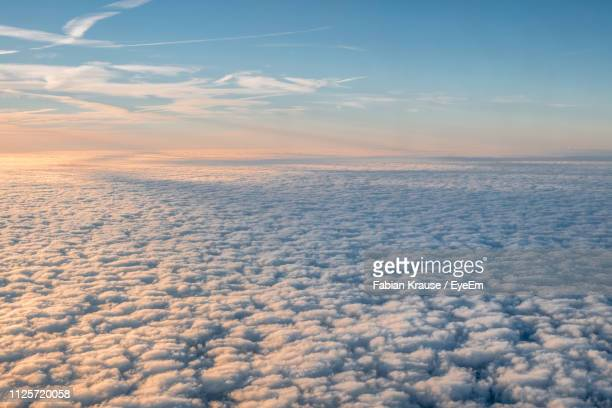scenic view of cloudscape during sunrise - sopra foto e immagini stock
