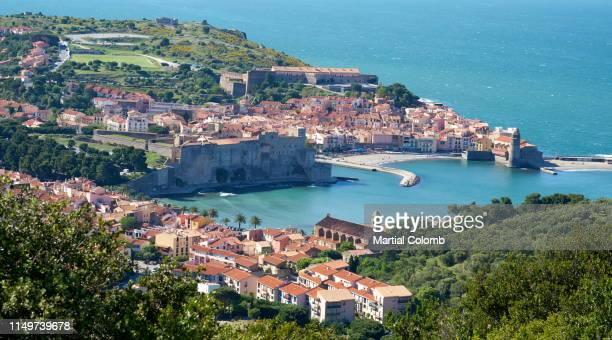 scenic view of collioure/vermeille coast - collioure photos et images de collection