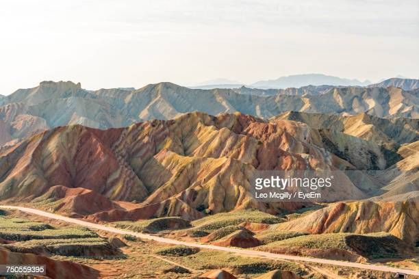 scenic view of colorful mountains at zhangye national geopark - 甘粛張掖国家地質公園 ストックフォトと画像