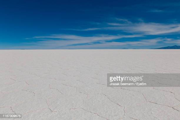 scenic view of desert against blue sky - horizon over land stockfoto's en -beelden