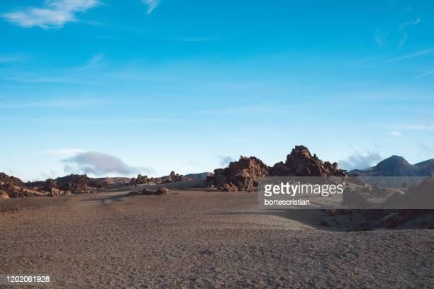 scenic view of desert against sky - bortes imagens e fotografias de stock