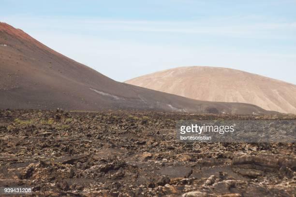 scenic view of desert against sky - bortes fotografías e imágenes de stock