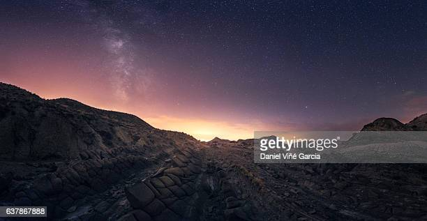 scenic view of desert and distant town at night - desert fotografías e imágenes de stock