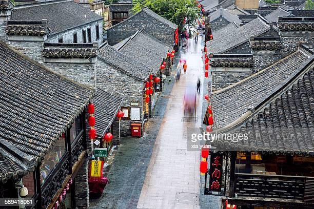 scenic view of dongguan street in yangzhou - yangzhou foto e immagini stock
