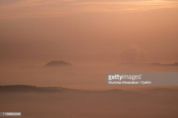 scenic view of dramatic sky during sunset - hat yai foto e immagini stock