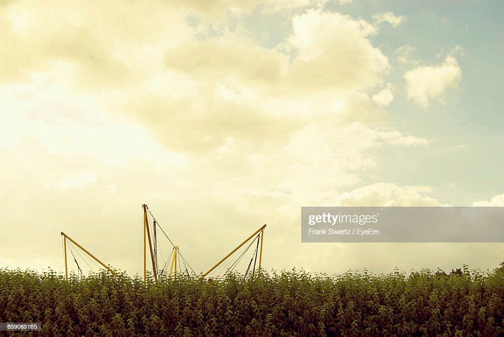 Scenic View Of Field Against Cloudy Sky : Stock-Foto
