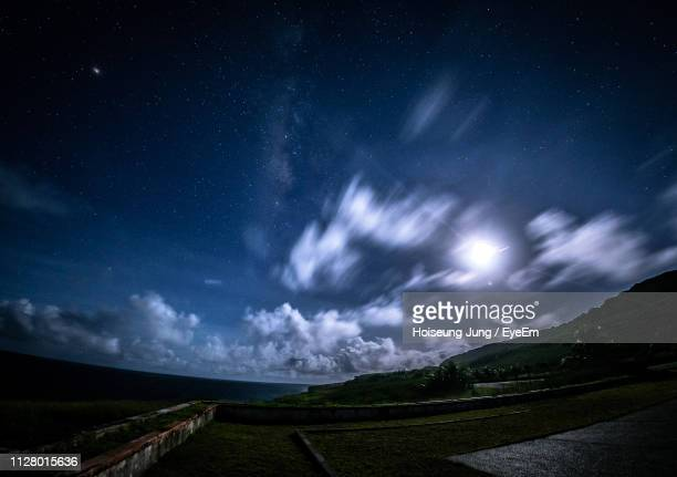 scenic view of field against sky at night - 魚眼撮影 ストックフォトと画像