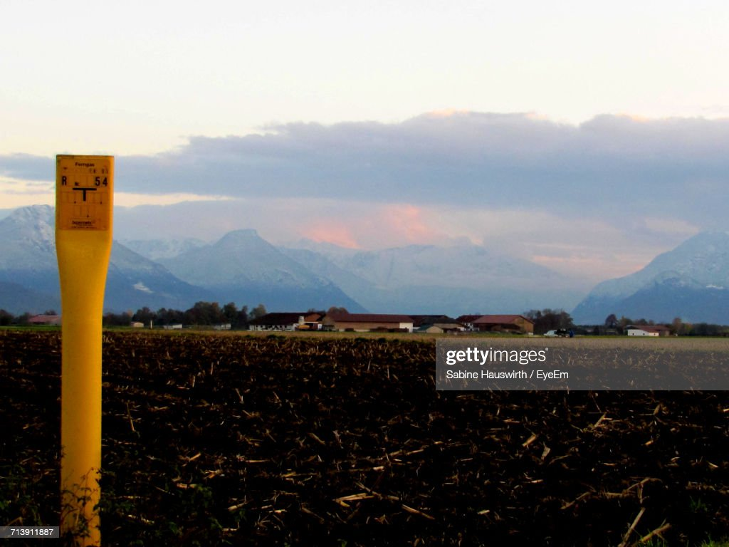 Scenic View Of Field Against Sky During Sunset : Stock-Foto