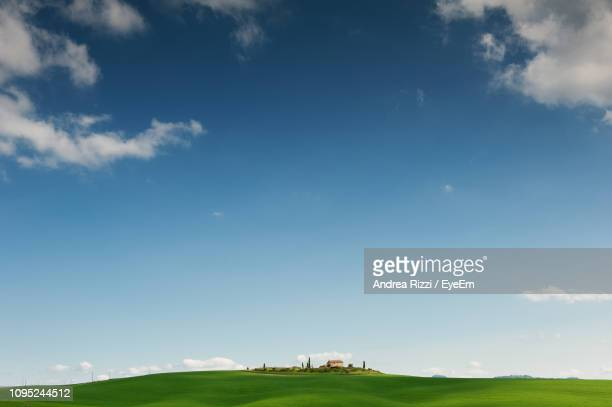 scenic view of field against sky - andrea rizzi stockfoto's en -beelden