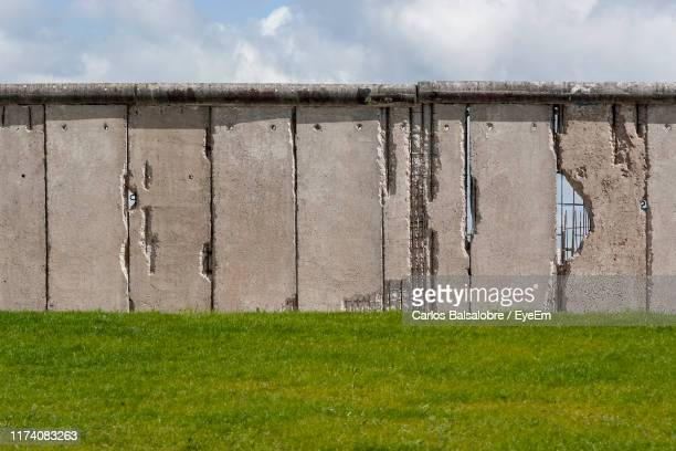 scenic view of field against sky - berlin wall stock pictures, royalty-free photos & images
