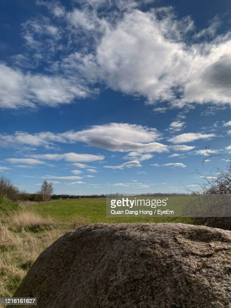 scenic view of field against sky - hong quan stock pictures, royalty-free photos & images