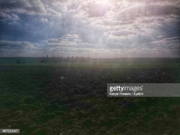 scenic view of field against sky - yvelines stock pictures, royalty-free photos & images