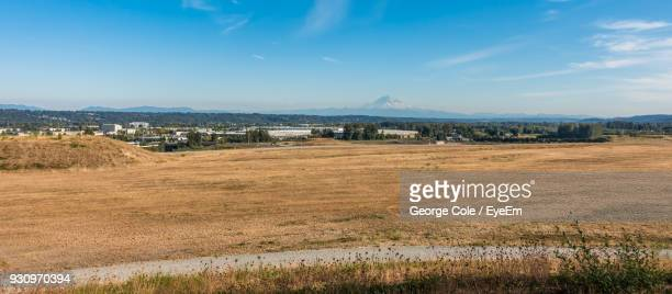 scenic view of field against sky - kent washington state stock pictures, royalty-free photos & images