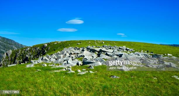 scenic view of field and mountains against blue sky - bethesda maryland stock pictures, royalty-free photos & images