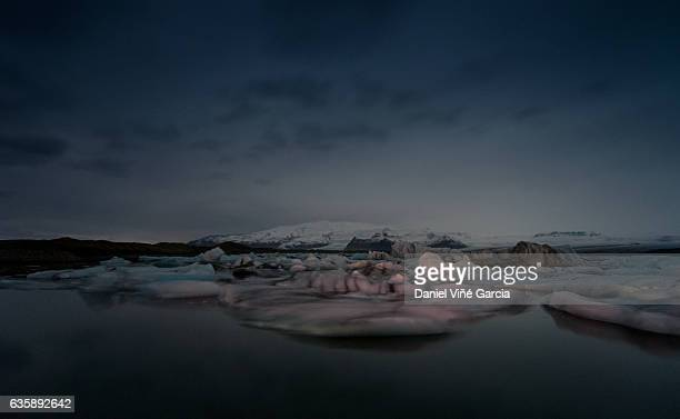 scenic view of frozen lake against cloudy sky - breidamerkurjokull glacier stock photos and pictures