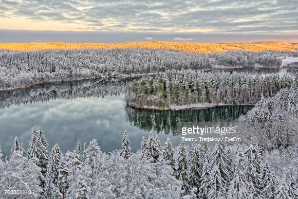scenic view of frozen lake against sky during winter - teemu tretjakov stock pictures, royalty-free photos & images