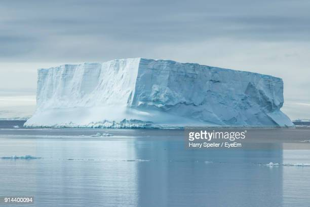 scenic view of frozen sea against sky - iceberg photos et images de collection