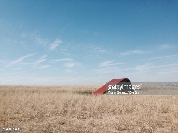 scenic view of grassy field against clear sky - frank swertz stockfoto's en -beelden