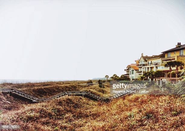 scenic view of houses surrounded by grassy field - hilton head stock pictures, royalty-free photos & images