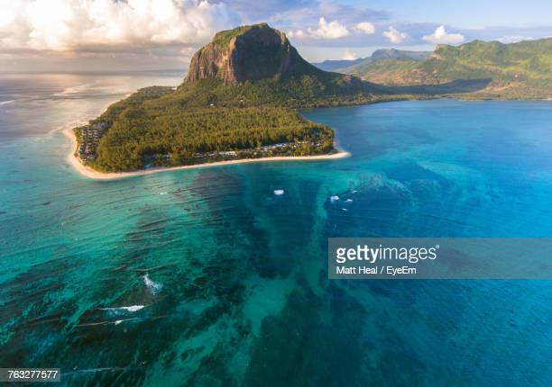 scenic view of indian ocean - insel mauritius stock-fotos und bilder