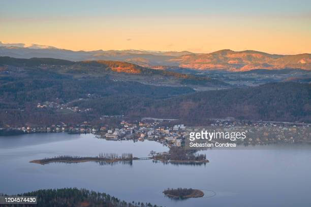 scenic view of islands in lake worthersee from pyramidenkogel tower against sunset sky, pyramidenkogel, carinthia, austria. - クラーゲンフルト ストックフォトと画像