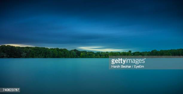 scenic view of lake against blue sky - duisburg imagens e fotografias de stock