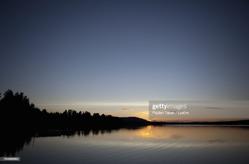 Scenic View Of Lake Against Clear Sky During Sunset : Stockfoto