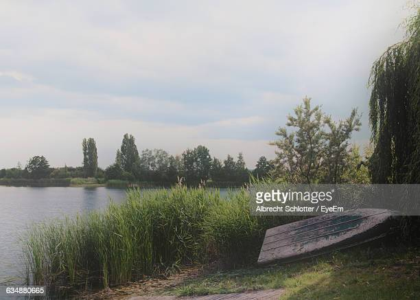 scenic view of lake against cloudy sky at dusk - albrecht schlotter stock pictures, royalty-free photos & images