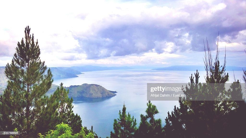 Scenic View Of Lake Against Cloudy Sky : Foto stock