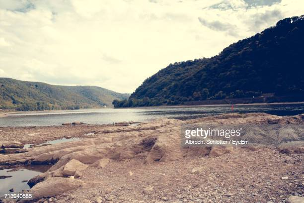 scenic view of lake against cloudy sky - albrecht schlotter foto e immagini stock