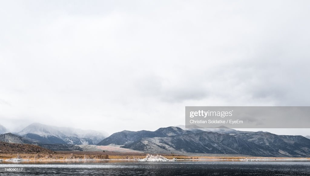 Scenic View Of Lake Against Cloudy Sky : Foto de stock