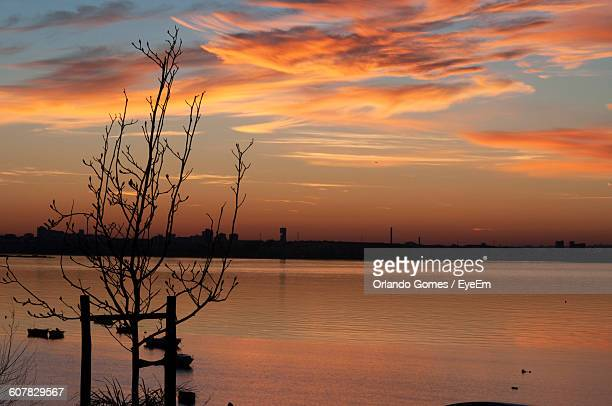 scenic view of lake against dramatic sky during sunset - special:whatlinkshere/file:lucerne_circle,_orlando,_fl.jpg stock pictures, royalty-free photos & images